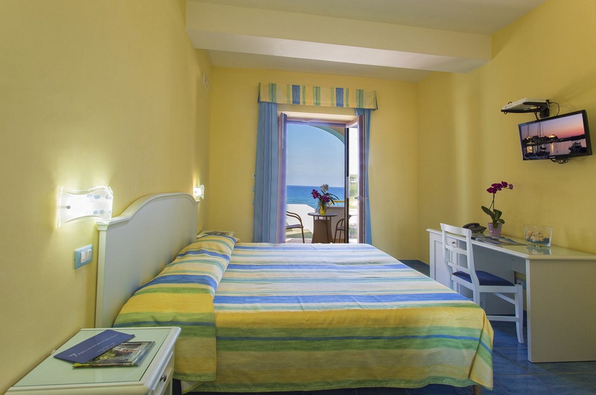 http://www.hotelcavadellisola.it/wp-content/uploads/2016/02/91A1060-Copia-1.jpg