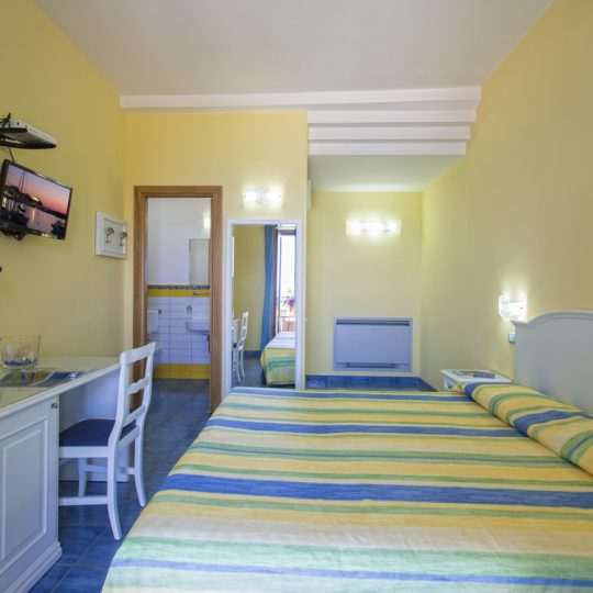 http://www.hotelcavadellisola.it/wp-content/uploads/2016/02/91A1076-Copia-540x540.jpg