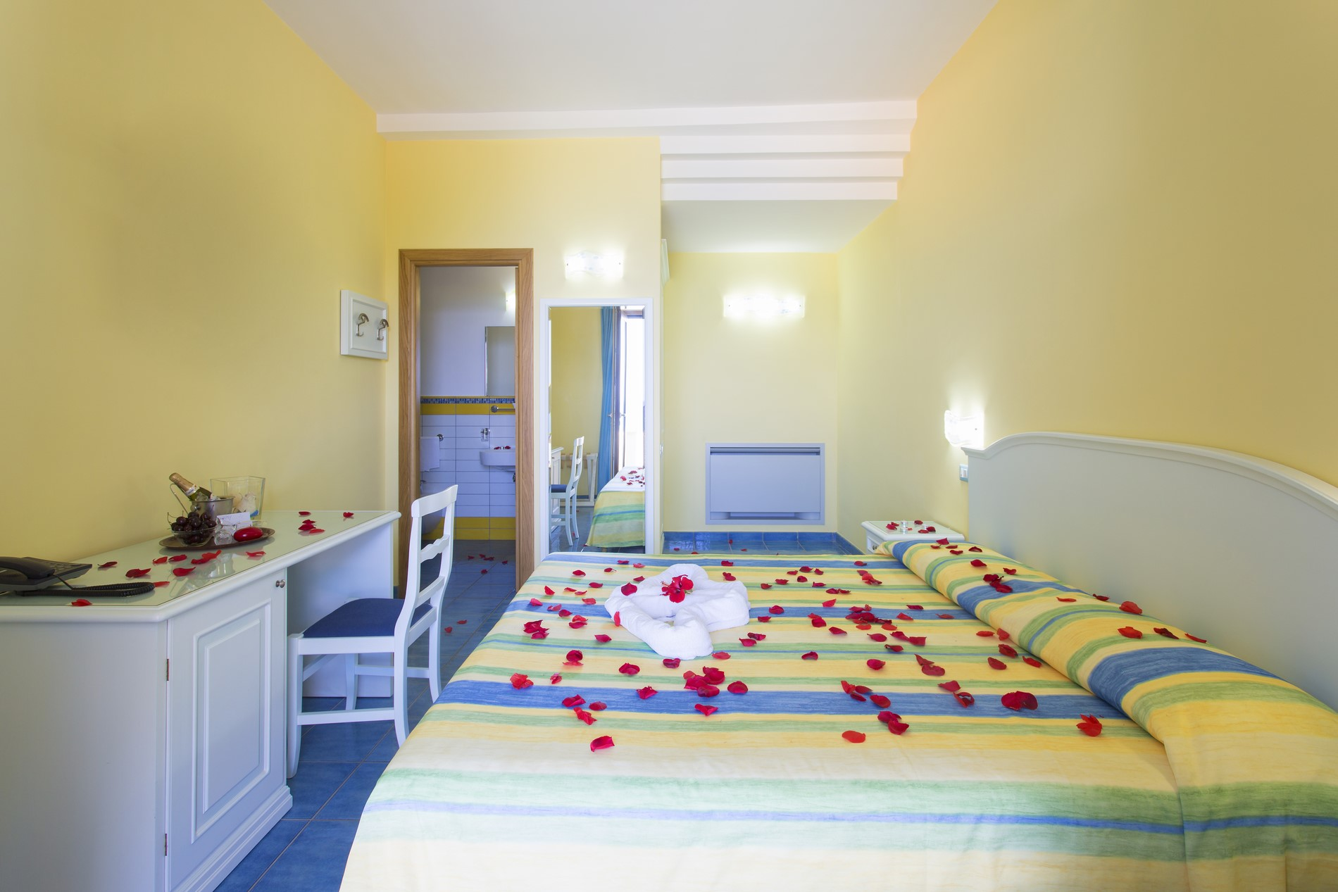 http://www.hotelcavadellisola.it/wp-content/uploads/2016/02/91A1138-Copia.jpg