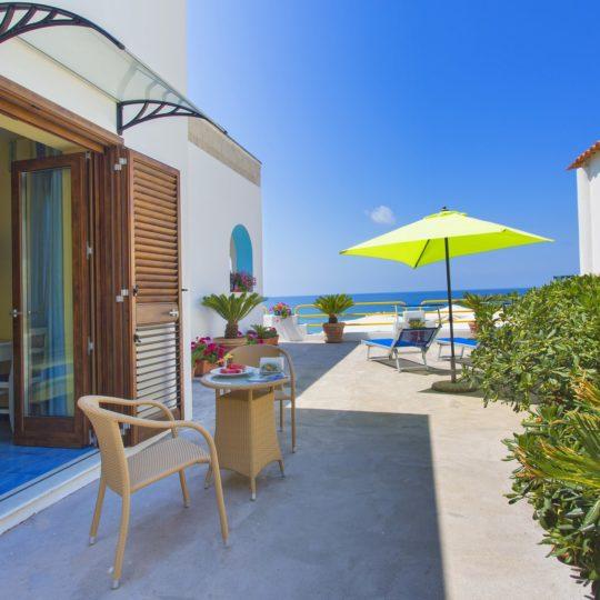 http://www.hotelcavadellisola.it/wp-content/uploads/2016/02/superior-2-540x540.jpg