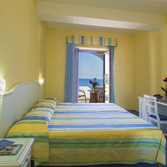 http://www.hotelcavadellisola.it/wp-content/uploads/2016/03/91A1060-Copia-540x540.jpg