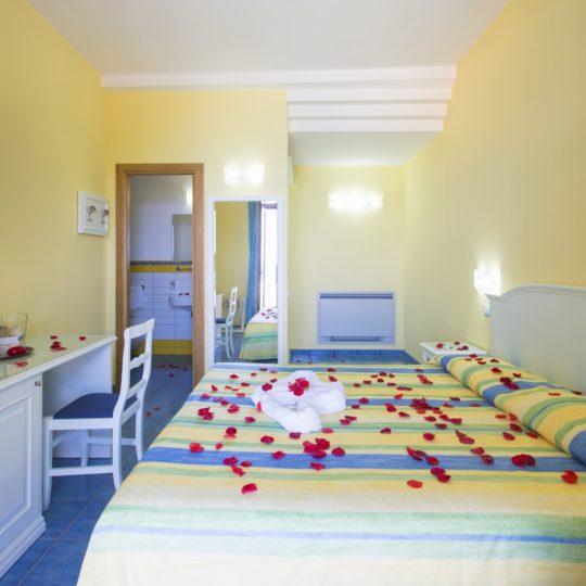 http://www.hotelcavadellisola.it/wp-content/uploads/2016/03/91A1138-Copia-540x540.jpg