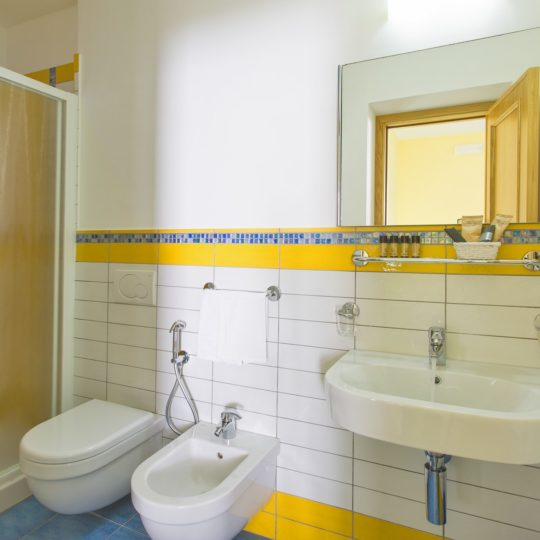 http://www.hotelcavadellisola.it/wp-content/uploads/2016/03/91A1190-Copia-540x540.jpg