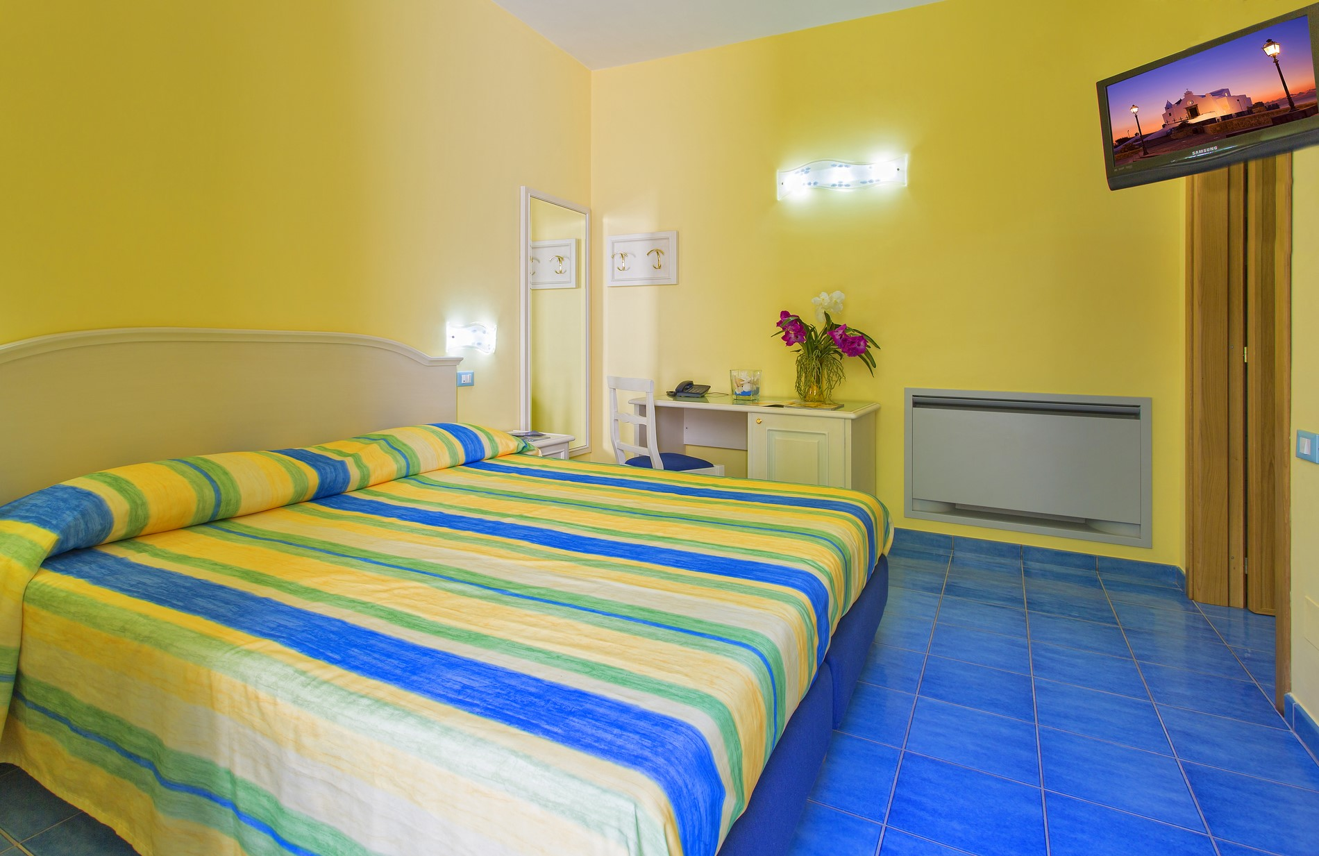http://www.hotelcavadellisola.it/wp-content/uploads/2016/03/91A1245-Copia.jpg