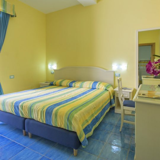 http://www.hotelcavadellisola.it/wp-content/uploads/2016/03/91A1255-Copia-540x540.jpg