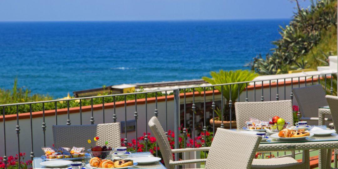 http://www.hotelcavadellisola.it/wp-content/uploads/2016/03/91A1450-Copia-1080x540.jpg