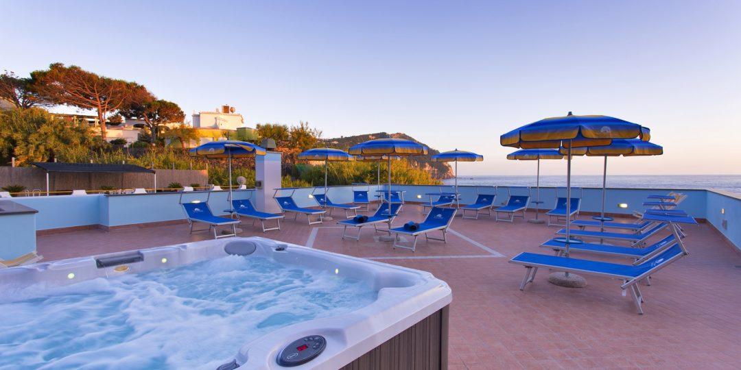 http://www.hotelcavadellisola.it/wp-content/uploads/2016/03/91A2770-Copia-1080x540.jpg