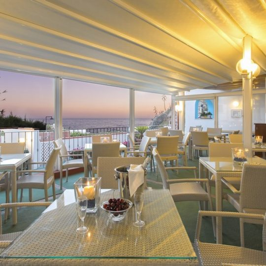 http://www.hotelcavadellisola.it/wp-content/uploads/2016/03/91A2812-Copia-540x540.jpg