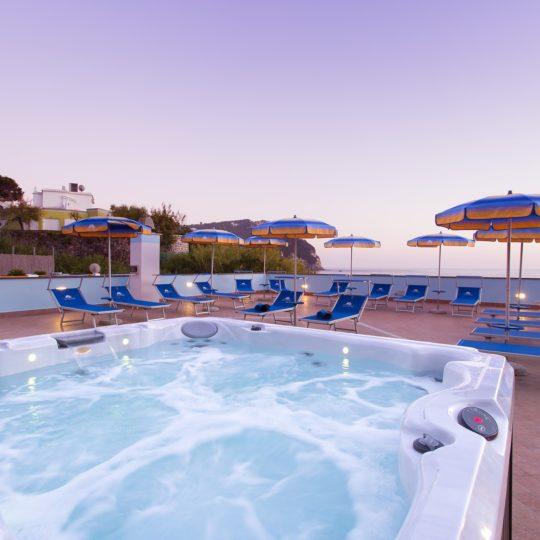 http://www.hotelcavadellisola.it/wp-content/uploads/2016/03/91A2831-Copia-540x540.jpg