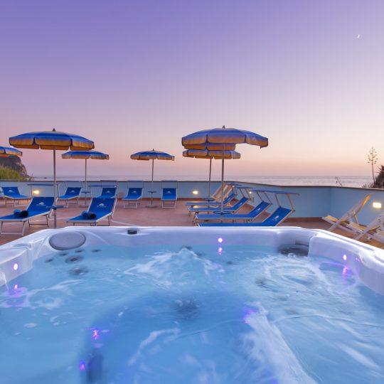 http://www.hotelcavadellisola.it/wp-content/uploads/2016/03/91A2854-Copia-540x540.jpg