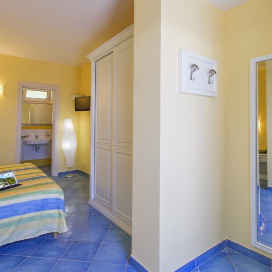 http://www.hotelcavadellisola.it/wp-content/uploads/2016/07/confort5-Copia-540x540.jpg